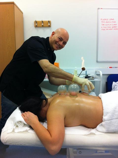 Jak wykonać masaż bańką chińską?