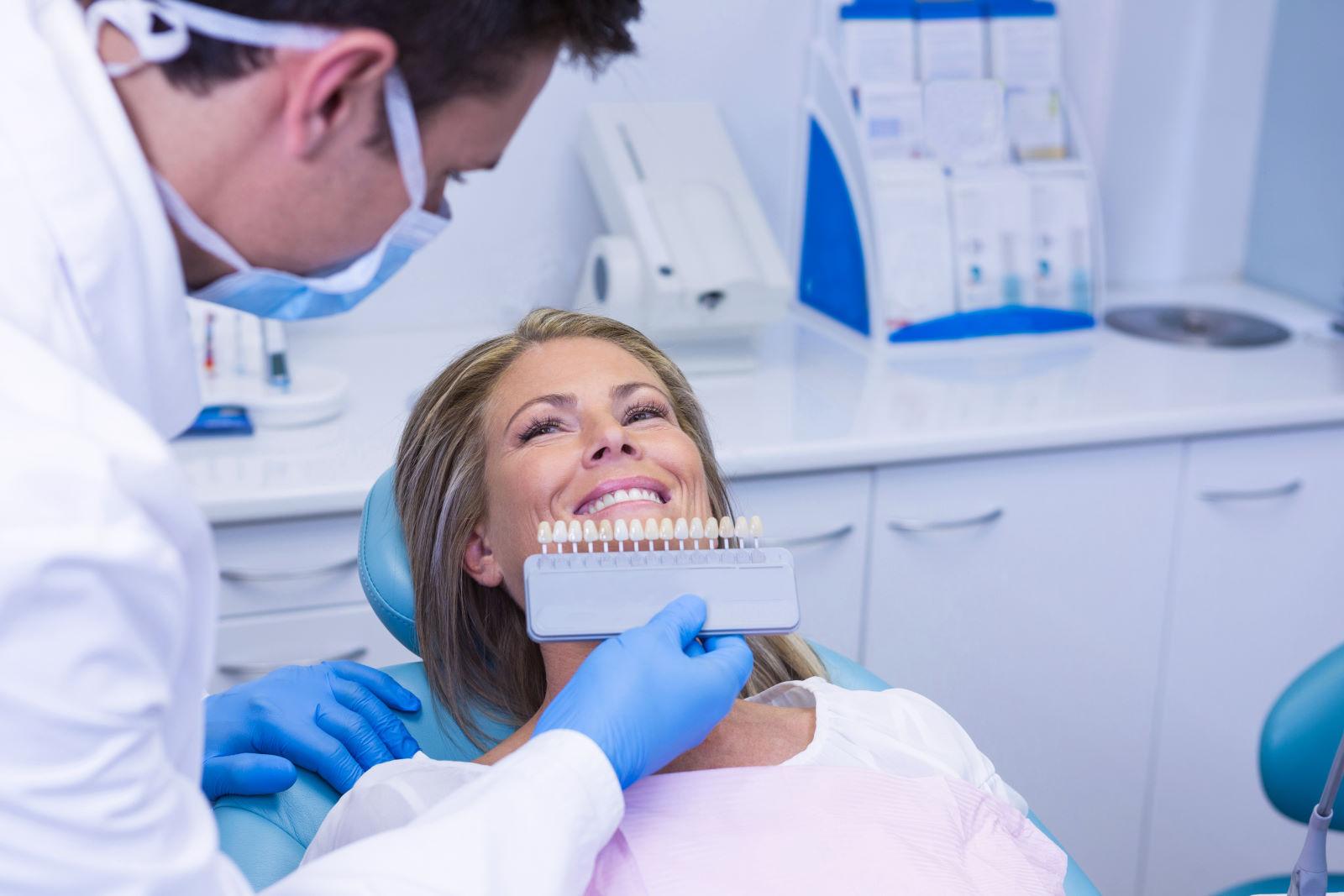 Jak uzupełnić brak jednego zęba? Najlepsze sposoby