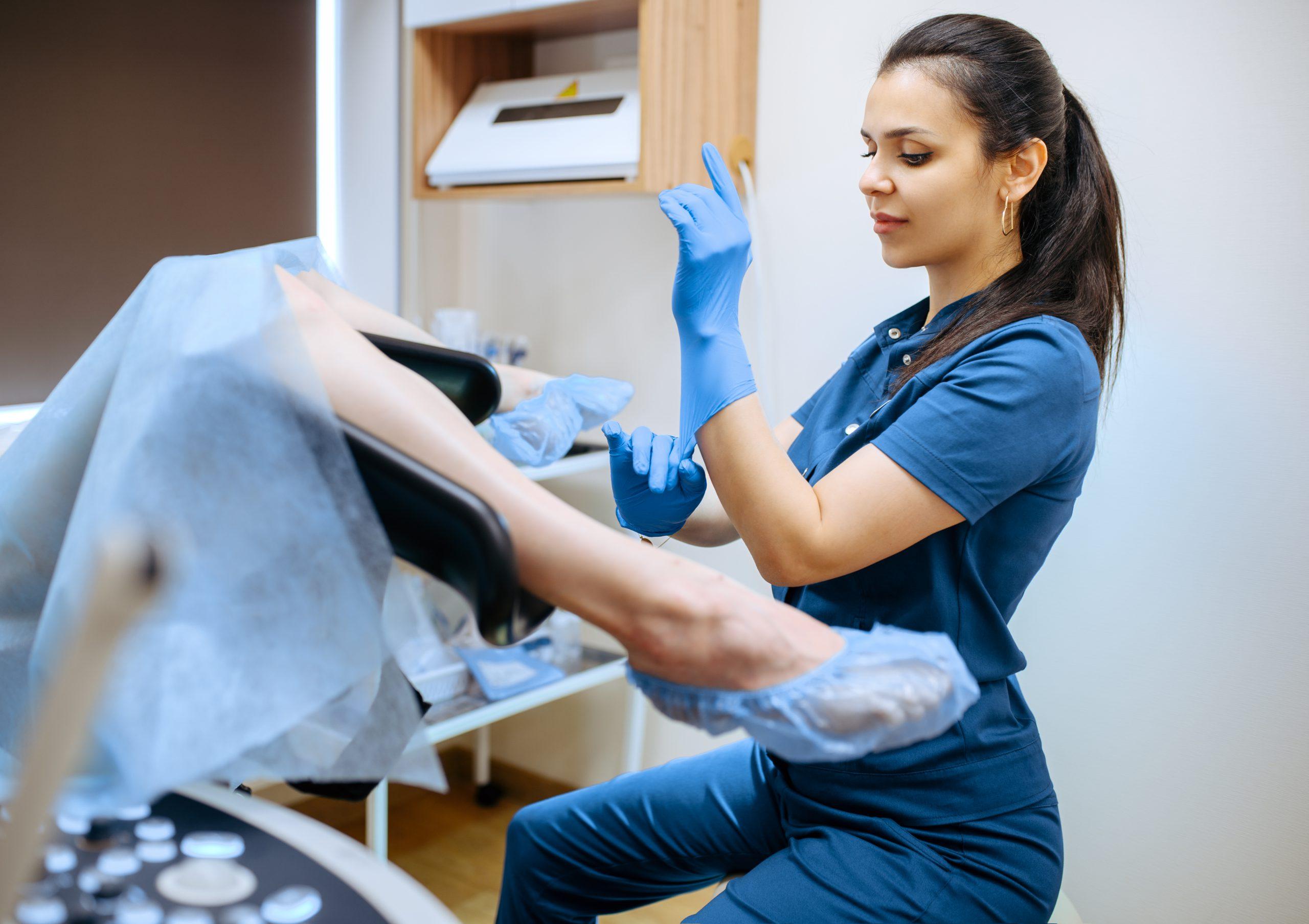 Badanie ginekologiczne. Kiedy ginekolog stwierdza dziewictwo? Jak wykrywa ciążę?