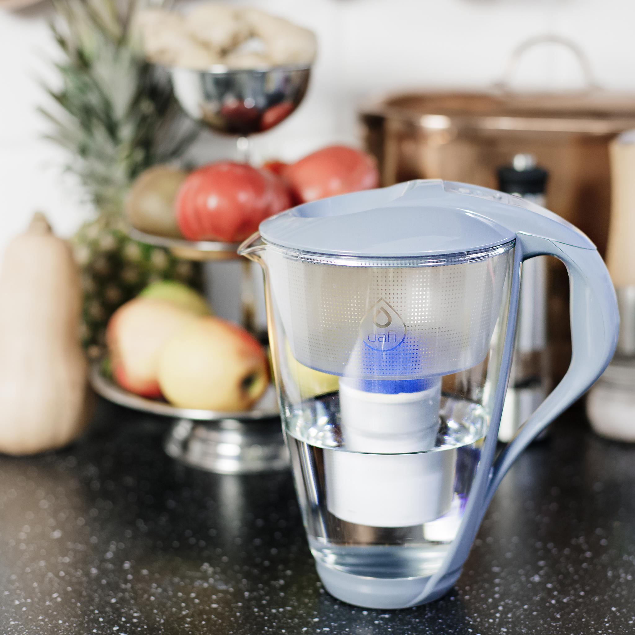 Na jakiej zasadzie działa dzbanek do filtrowania wody – jak wybrać najlepszy?