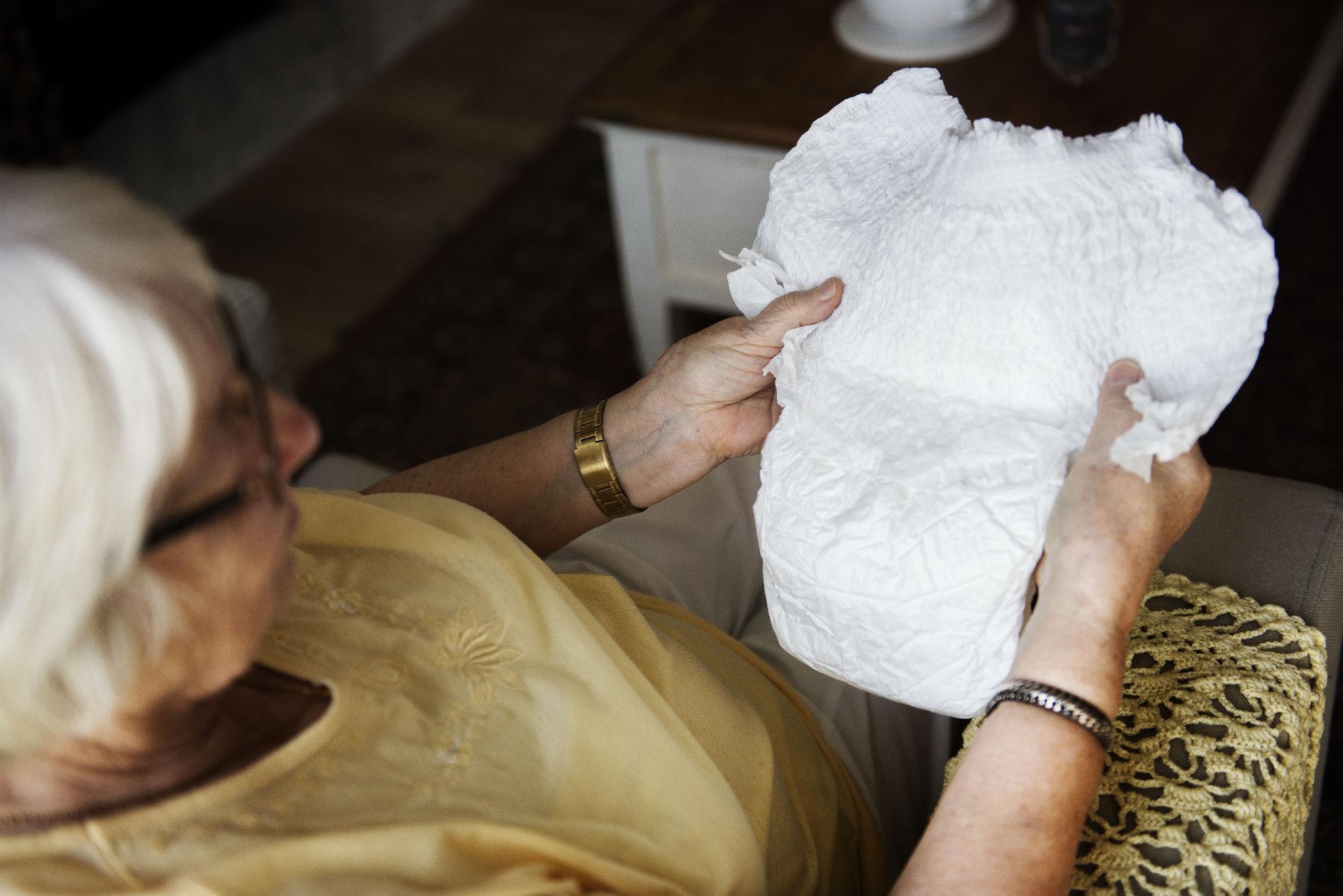 Pieluchomajtki dla dorosłych Seni – wybór, cena, refundacja